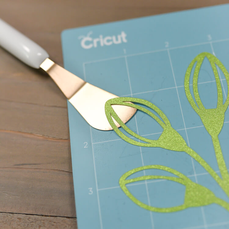Using the spatula to remove materials from Cricut mats