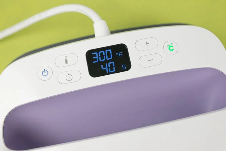Heat settings for the Cricut EasyPress -- 300 degrees for 40 seconds
