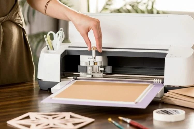 If you've played around with the Cricut Knife Blade at all, you'll notice a few quirks in Cricut Design Space! Here are a few new things things you might notice when working with the Cricut Knife Blade and Cricut Design Space.