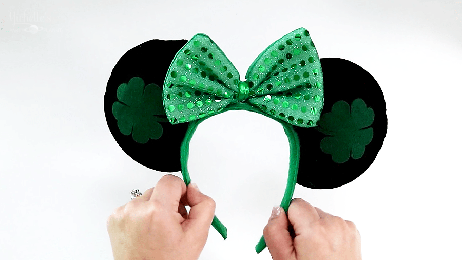 Budget-Friendly No Sew DIY Minnie Mouse Ears from michellespartyplanit.com