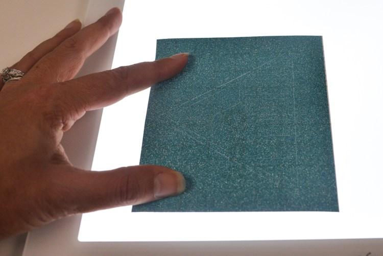Weeding glitter vinyl with the Cricut Brightpad