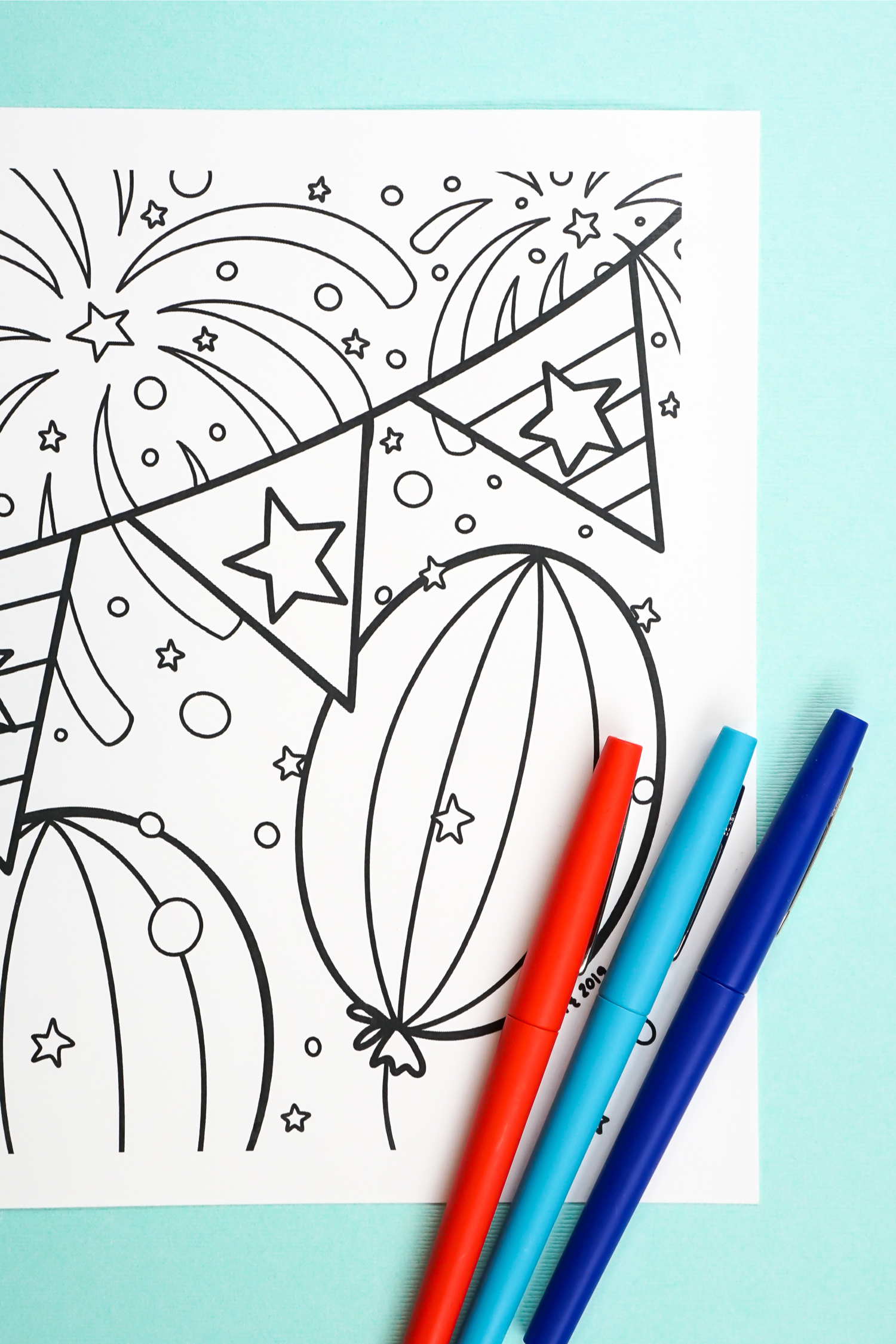 This free printable 4th of July coloring page will get you in the patriotic mood. Kids and adults alike will love creating this Independence Day masterpiece. Print it out for free, grab your favorite colors and bring the page to life!