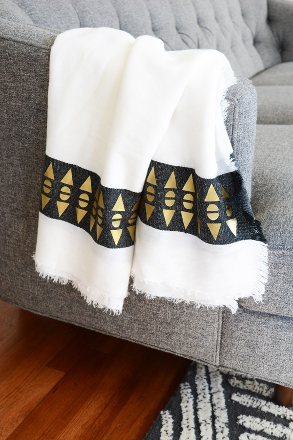 I love the simple geometric artsy gold flair on this throw blanket from oleanderandpalm.com. Grab your Cricut and create your own blanket so you can snuggle up in any room in your home.