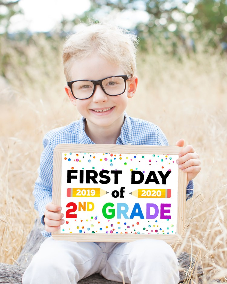Happinessishomemade.net shares an adorably colorful and sweet set of first day printables! I'm loving the polka dots.
