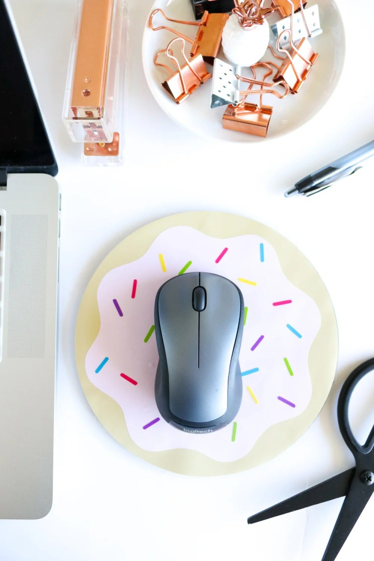 Clubcrafted.com is tempting us with this yummy donut mousepad. Put together your very own colorful computer companion using your Cricut, just don't eat it!