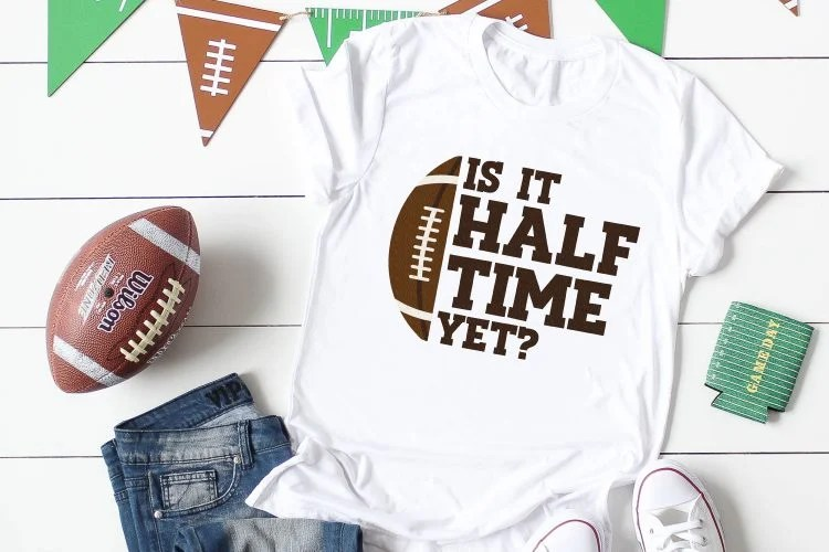 Grab these Super Bowl SVG files to get ready for the Big Game! Don a game day hat, shirt, mug, or plate for all those Super Bowl snacks with these adorable Super Bowl SVG files!