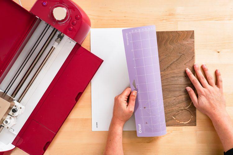 remove veneer from Cricut mat