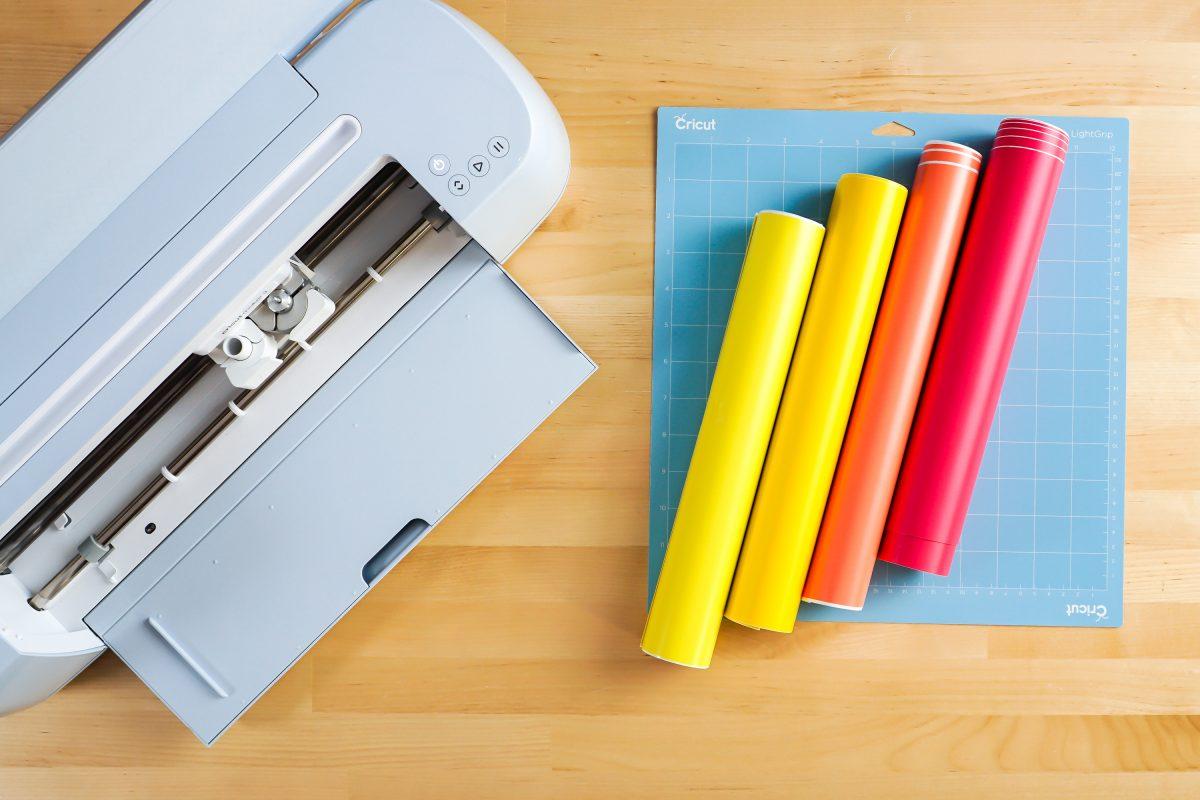 Cricut Maker, Mat, Four colors of vinyl