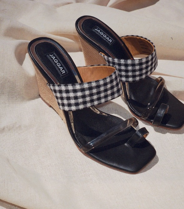 Jaggar Gingham Toe Ring Sandals.jpg