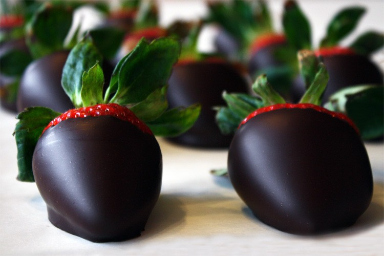 Spicy dark chocolate strawberrys