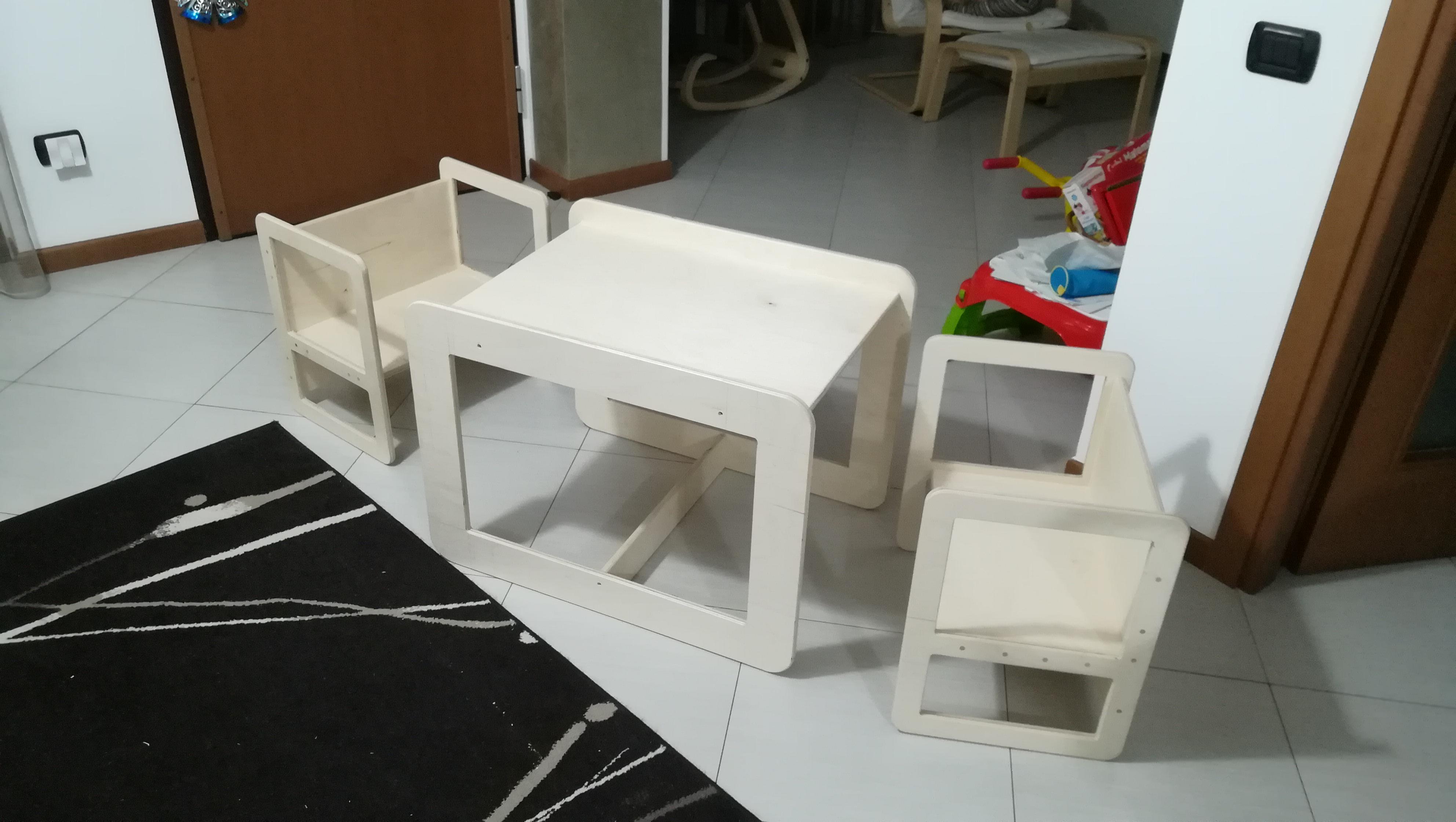 Tavolo e sedie per bambini in stile Montessori - Happy ...
