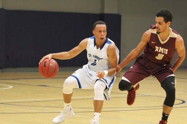 Game Recap, Men's Basketball: Bees hold off Eagles – Fox Tales