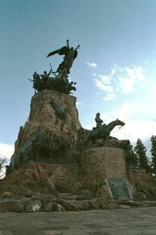 Monument à la gloire de san martin sur le cerro san bernardo