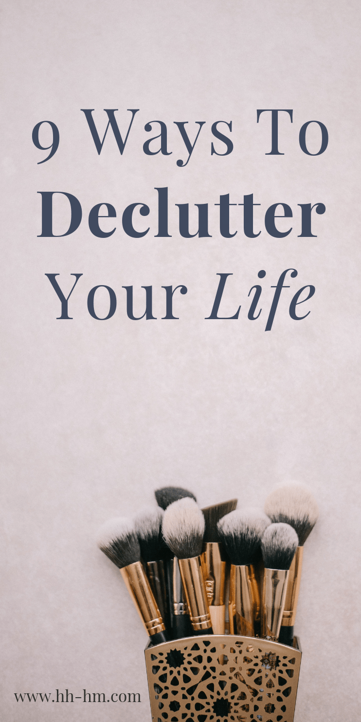 9 lifechanging ways to declutter your life! Get organized and be more productive to achieve the things you actually want! Improve your health and fitness, get organized at home and make money by using these tips.