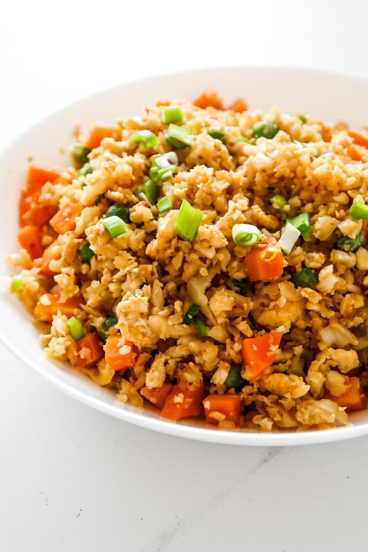 Easy low carb cauliflower fried rice - super tasty low carb keto dinner recipe! It's ready in about 30 minutes and it tastes like fried rice. This recipe is vegetarian, gluten-free and keto.
