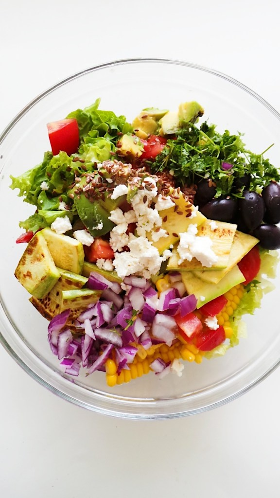 Corn and avocado salad with grilled zucchini, olives, feta cheese and fresh vegetables! This healthy salad is filling, fresh and delicious. The recipe is vegetarian and gluten-free. | Clean Eating Salad Recipes