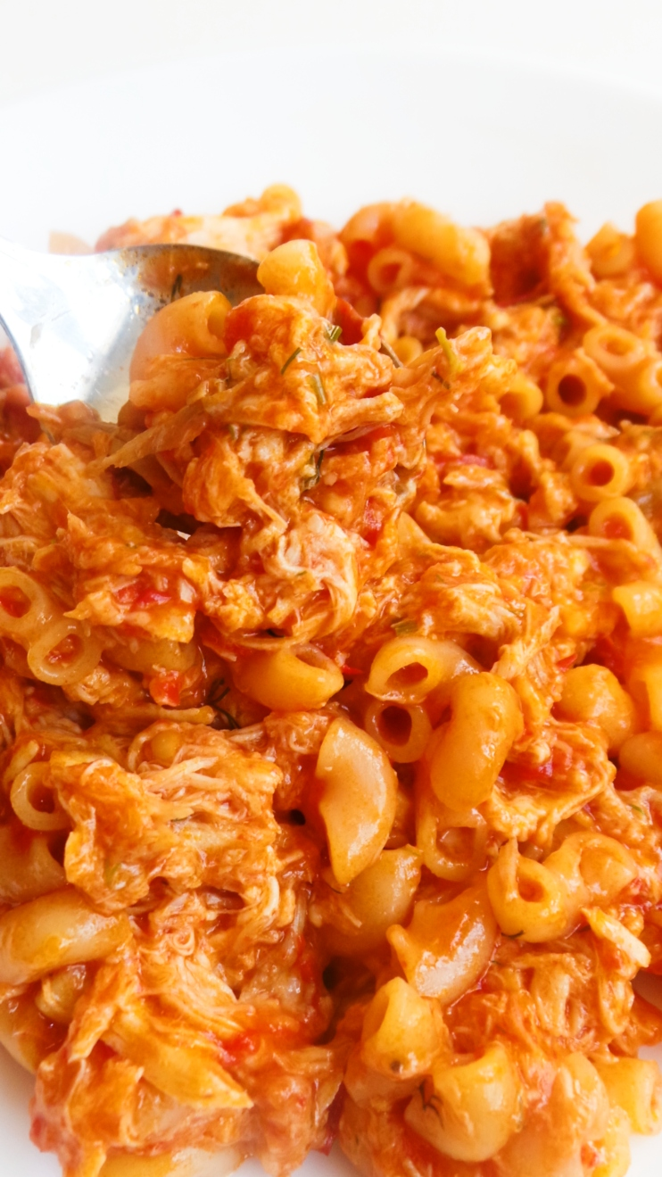 10-Minute Macaroni With Chicken! This is not just healthy macaroni and cheese, it's a one pan, 10-minute healthy dinner that you will absolutely love! You can make this with any type of pasta (different cooking times!)
