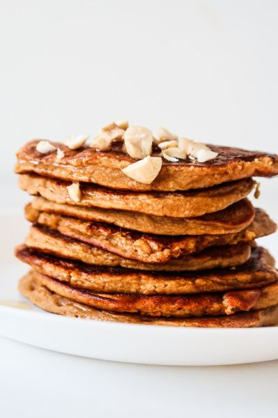 You'll love this pumpkin pancake recipe! These are healthy pumpkin oat pancakes and are flourless, tasty and pretty amazing! This healthy pumpkin recipe is gluten free and a great healthy breakfast idea for fall!