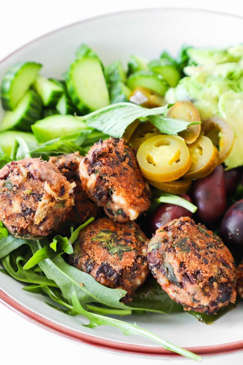 Try this delicious black bean meatballs recipe! An easy meatless dinner recipe that you can make ahead and store in the fridge or freeze. Serve with salad, avocado or yogurt-based sauces for a full meal.