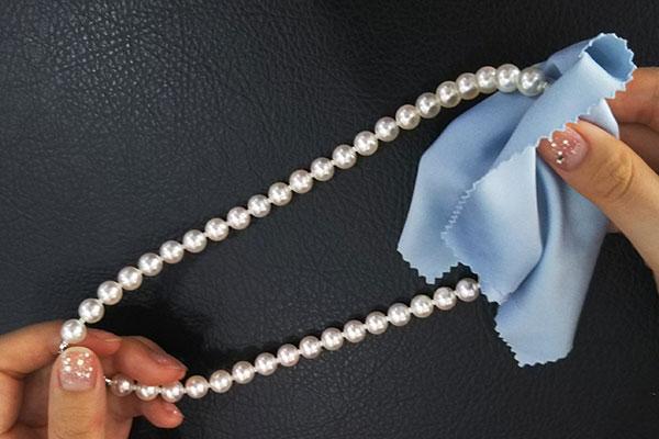 真珠はしっかり拭く