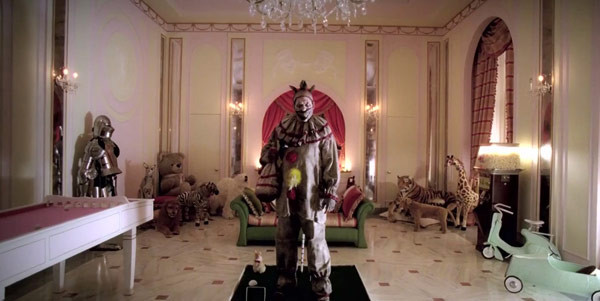american-horror-story-freak-show-and-focused-it-on-twisty-the-clown-ftr