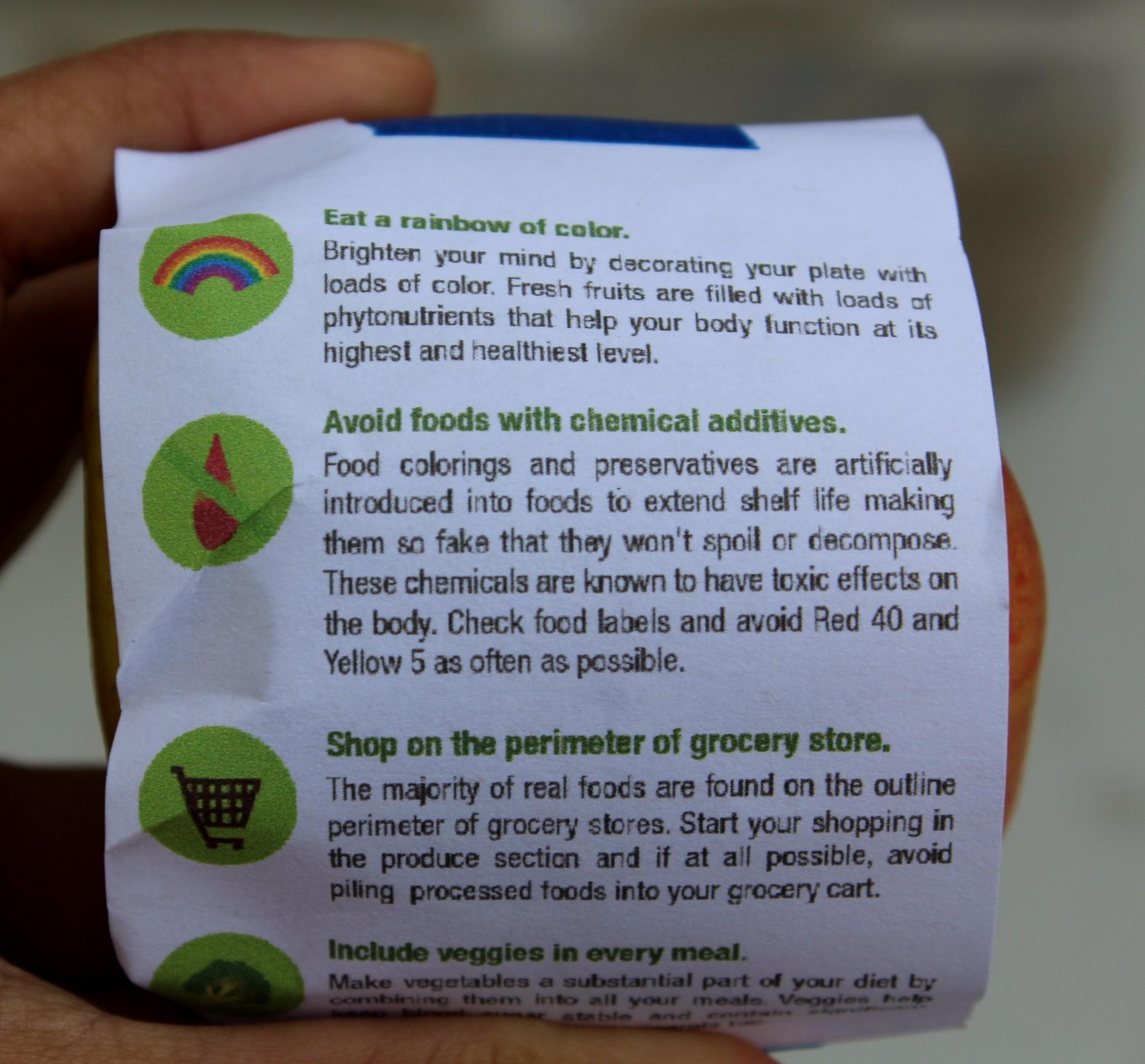 Apples+with+a+variety+of+helpful+nutrition+tips+taped+to+them+were+handed+out+to+students+at+lunch+in+the+quad.