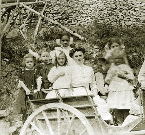 Teslin (back row), whose full name was Marie Elizabeth Hunter, going on a picnic at Grand Forks with her teacher and classmates, ca 1908. (Yukon Archives, Grace McBride fonds 90/02#13)