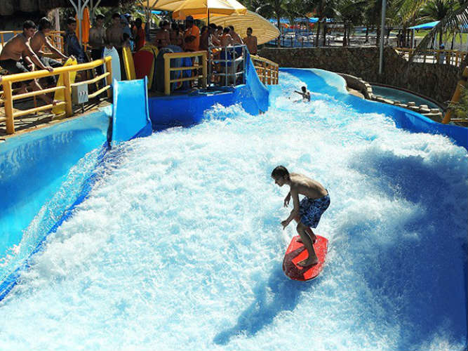 Surf no Thermas dos Laranjais, em Olímpia