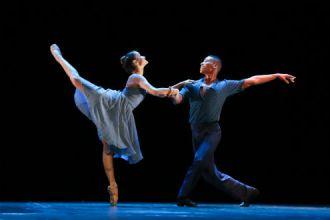 Espetáculo de dança com a Cia. Cisne Negro