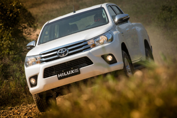 himundim-Toyota Hilux Flex-frente