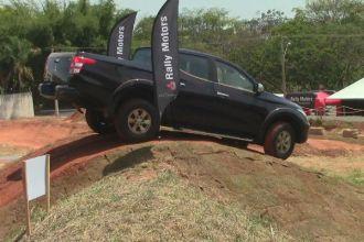 Teste drive com a Mitsubishi Triton L200 Sport na pista off-road da Rally Motors, em Rio Preto (Foto: Michelle Monte Mor)