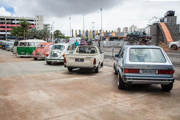 Tem os carros antigos também!