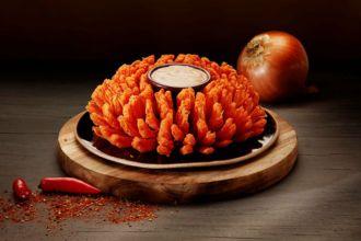 A Bloomin-Onion, cebola gigante agora tem sabor defumado!