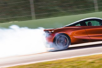 McLaren vendido no Brasil