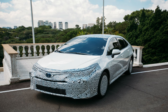 Novo Corolla apareceu camuflado durante o anúncio feito pela Toyota (Foto: Divulgação/Toyota)