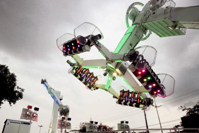 Os visitantes podem se divertir em duas atrações: o Booster e o Radical 360º.