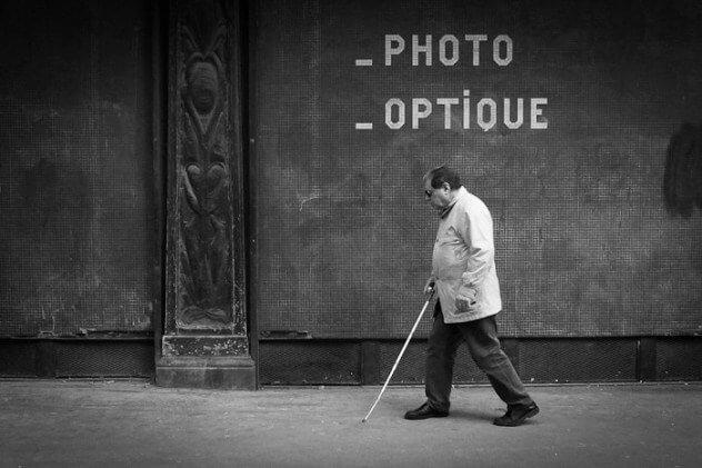 Слепой человек