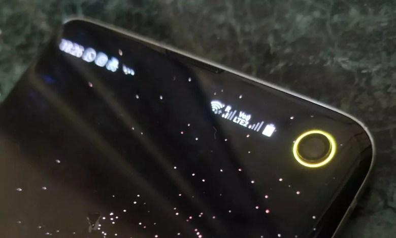 صورة تطبيق رهيب لوضع مؤشر البطارية حول الكاميرا  s10+/Galaxy S10