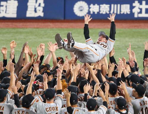巨人5年ぶりの優勝決める!小林9回起死回生打で増田大が決勝打!