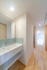 広島 高気密高断熱の注文住宅 造作洗面台 高性能パッシブ設計