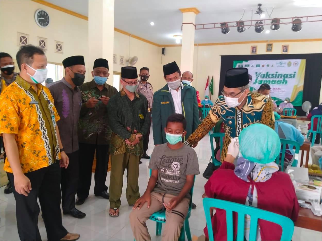 Bupati Kunjungi Vaksinasi Jamaah NU Pundong (foto/MA)