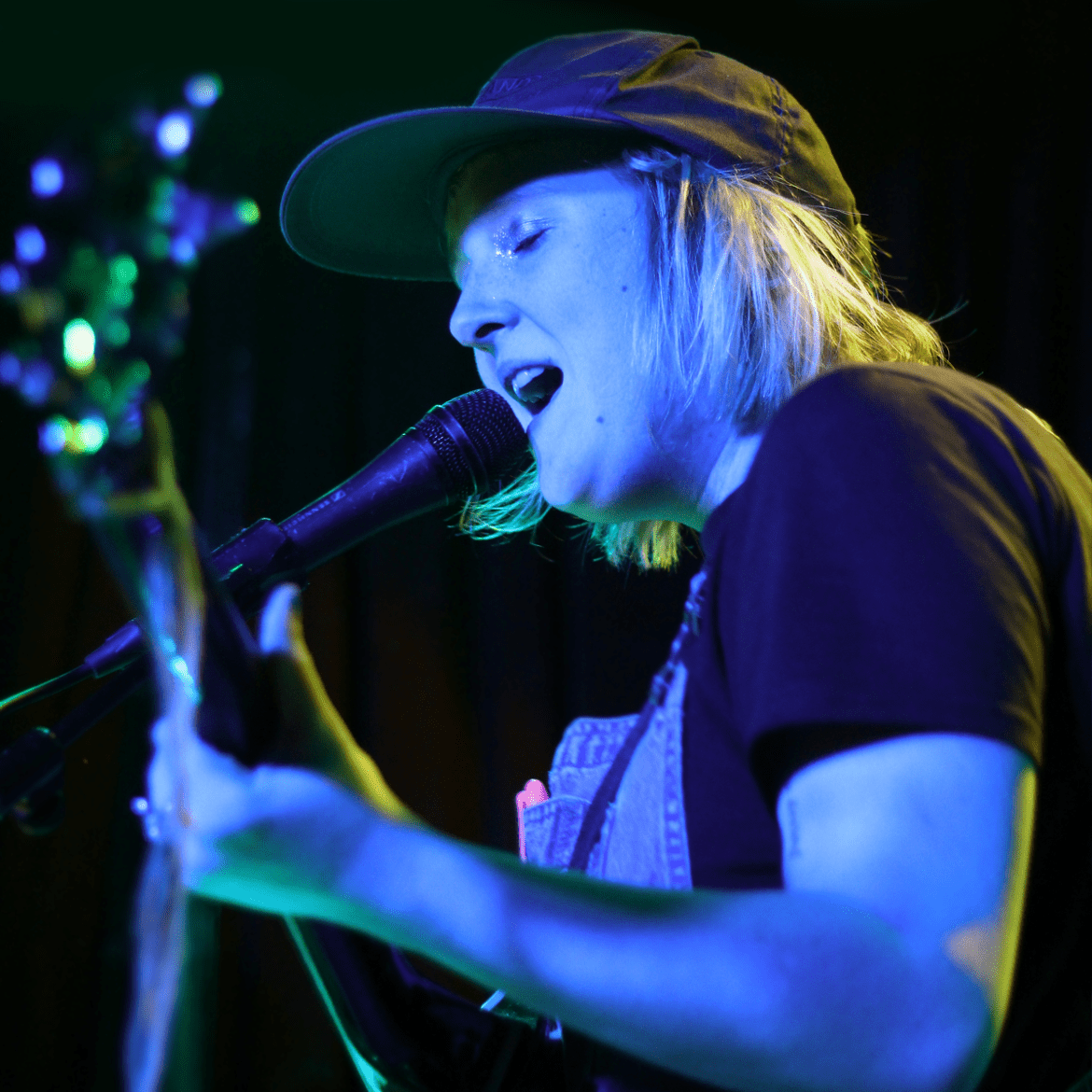 Penelope Isles playing Hidden Herd vs Lost In The Manor at The Finsbury in London on 17.03.16