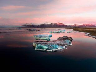Sunset over Jökulsárlón Glacier Lagoon | Jökulsárlón Glacier Lagoon 2 day tour | Hidden Iceland | Photo by Jonny Livorti