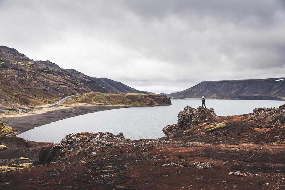 Kleifarvatn | Between Continents Reykjanes & Lava Tunnel tour | Hidden Iceland | Photo by Norris Niman