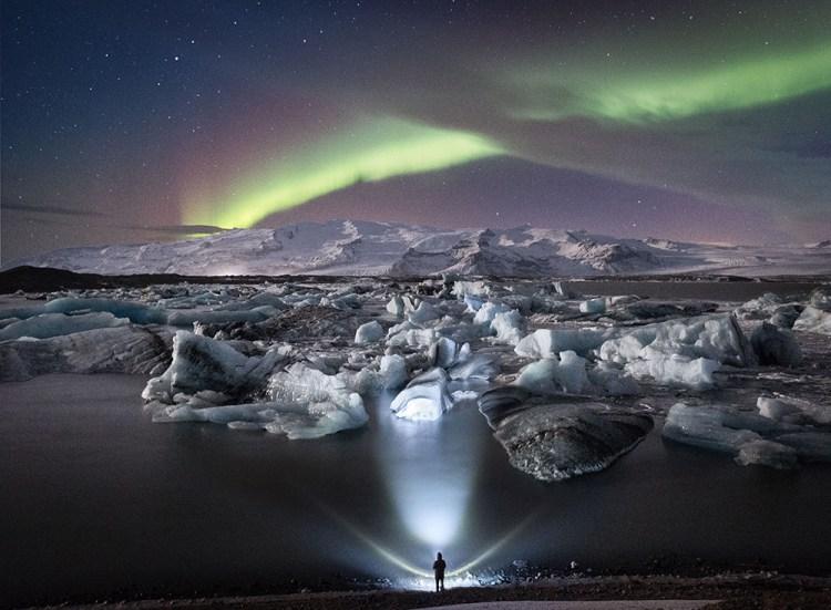 Northern Lights over Jökulsárlón Glacier Lagoon | Winter Lights photo tour with Tom Archer & Wahyu Mahendra | Hidden Iceland | Photo by Tom Archer