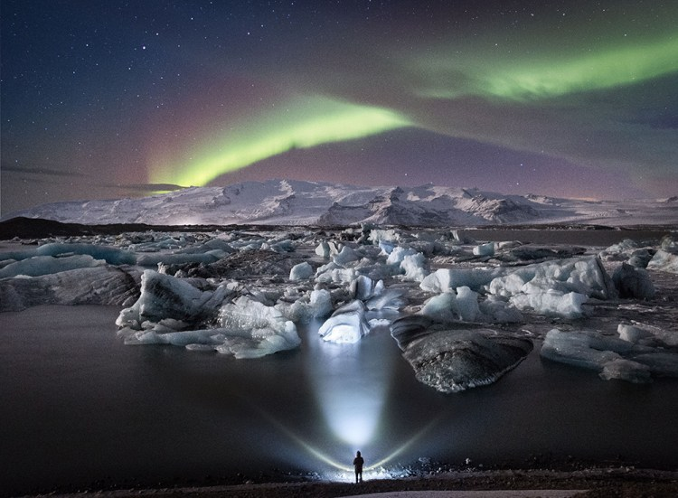 Northern Lights over Jökulsárlón Glacier Lagoon | Winter Lights photo tour with Tom Archer & Wahyu Mahendra | Hidden Iceland | Photo by Tom Archer