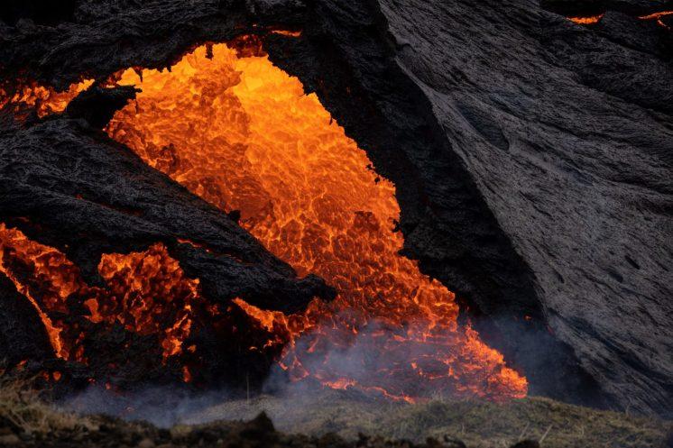 Volcanic Eruption Hike lava flow. Photo by Simon Svensson Photography Geldingadalsgos Volcano.