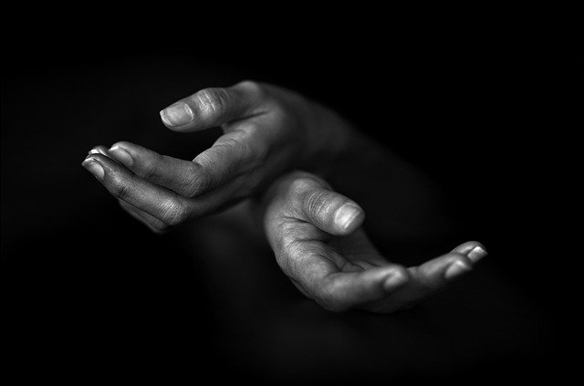 Hands H%C%Ande Black And White People  - siebeckdotcom / Pixabay