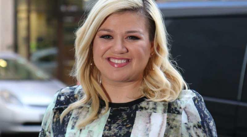 Kelly Clarkson 2015 Mystery Duet