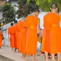 Almosengang der Mönche in Laos